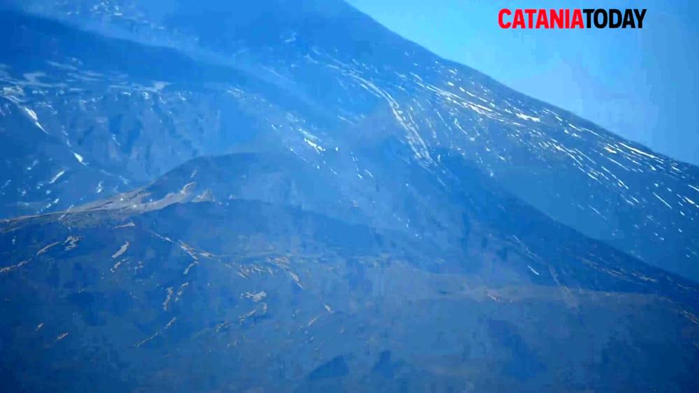 Etna di nuovo in eruzione nuova colata dal cratere di sud for Motta arredi ragalna