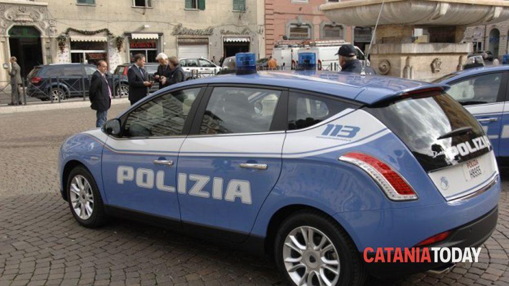 Investe Poliziotti In Via Stella Polare Arrestato Giovane