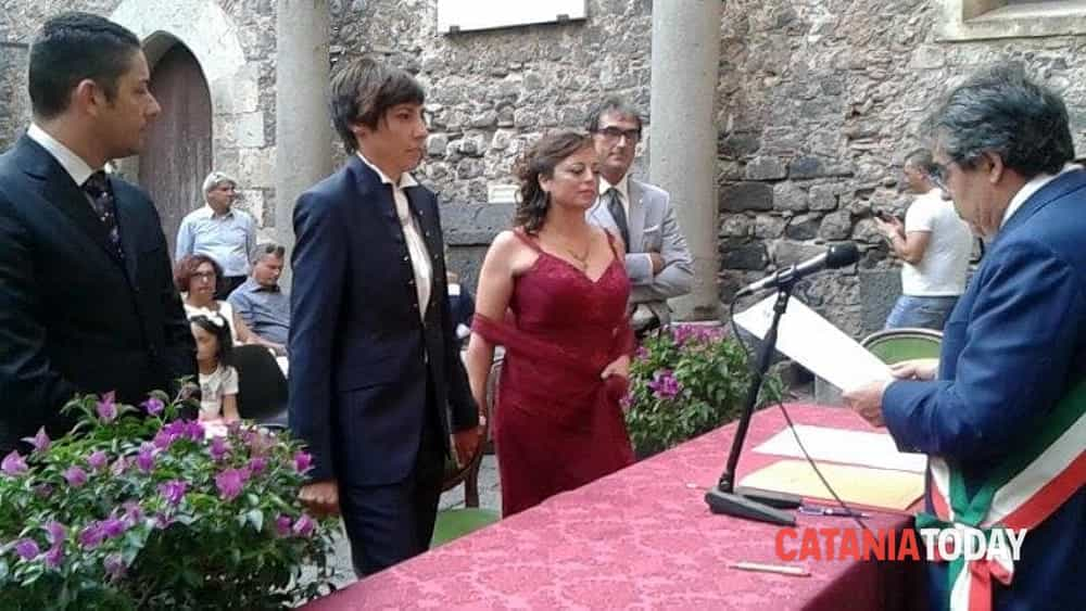 Unioni civili oggi il primo s al castello ursino tra for Differenza unione civile e matrimonio