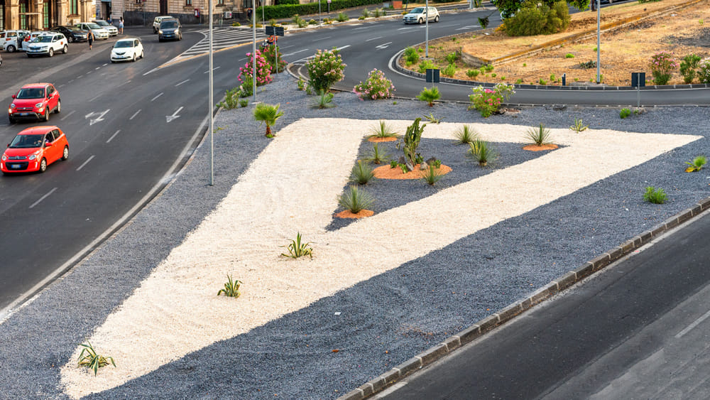 Decoro urbano, riqualificati spartitraffico alla circonvallazione