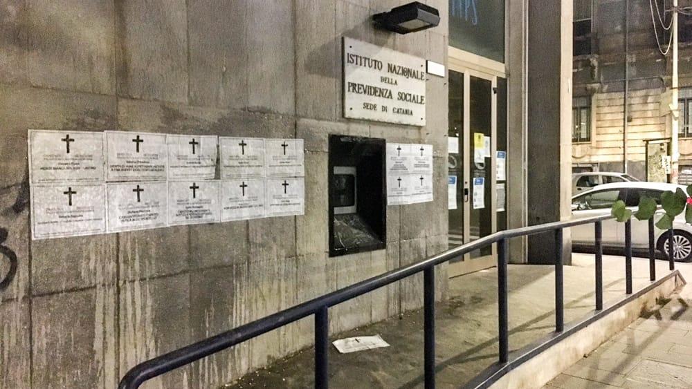 Necrologi di Casapound preso la sede Inps contro la
