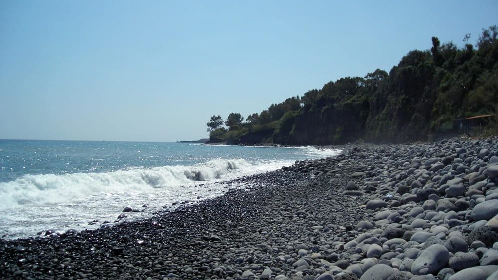 Niente bagni nella spiaggia di praiola per un cantiere for Motta arredi ragalna