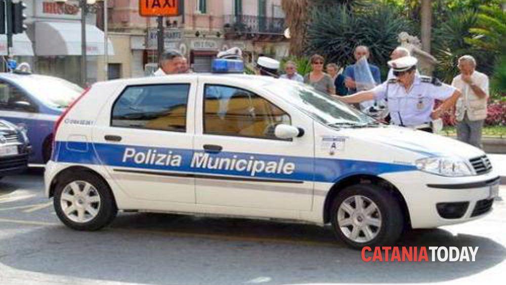 In Pochi Al Sit In Della Polizia Locale Davanti Alla