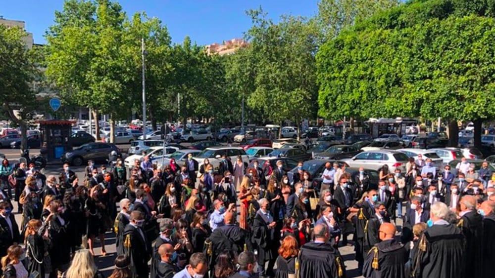 Giustizia, flash mob degli avvocati davanti al Tribunale di Catania