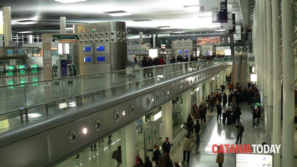 Ladro rumeno atterra all 39 aeroporto di catania e scattano for Subito offerte lavoro catania